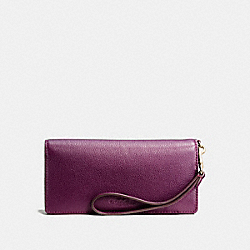 COACH SLIM WALLET IN PEBBLE LEATHER - IMITATION GOLD/PLUM - F53767