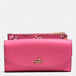 COACH POP SLIM ENVELOPE IN WILDFLOWER PRINT CROSSGRAIN LEATHER - IMITATION GOLD/DAHLIA - F53771