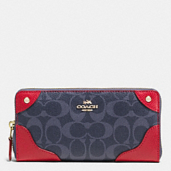 COACH MICKIE ACCORDION ZIP WALLET IN DENIM SIGNATURE COATED CANVAS - IMITATION GOLD/DENIM/CLASSIC RED - F53780