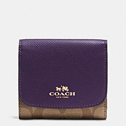 COACH SMALL WALLET IN SIGNATURE - IMITATION GOLD/KHAKI AUBERGINE - F53837