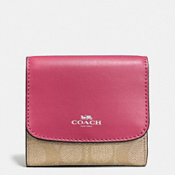 COACH SMALL WALLET IN SIGNATURE - SILVER/LIGHT KHAKI/STRAWBERRY - F53837