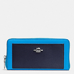 COACH ACCORDION ZIP WALLET IN COLORBLOCK CROSSGRAIN LEATHER - SILVER/AZURE MULTI - F53838
