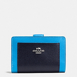 COACH MEDIUM CORNER ZIP WALLET IN COLORBLOCK CROSSGRAIN LEATHER - SILVER/AZURE MULTI - F53839