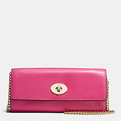 COACH TURNLOCK SLIM ENVELOPE IN SMOOTH LEATHER - IMITATION GOLD/DAHLIA - F53890