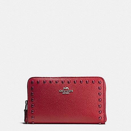 COACH MEDIUM ZIP AROUND WALLET IN PEBBLE LEATHER WITH LACQUER RIVETS - SILVER/RED CURRANT - f53992