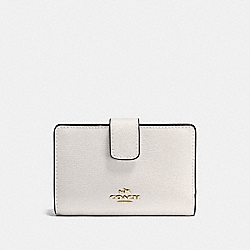 COACH MEDIUM CORNER ZIP WALLET IN CROSSGRAIN LEATHER - IMITATION GOLD/CHALK - F54010