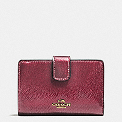 COACH MEDIUM CORNER ZIP WALLET IN CROSSGRAIN LEATHER - IMITATION GOLD/METALLIC CHERRY - F54010