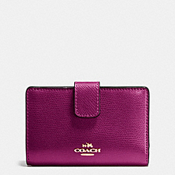 COACH MEDIUM CORNER ZIP WALLET IN CROSSGRAIN LEATHER - IMITATION GOLD/FUCHSIA - F54010