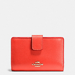 COACH MEDIUM CORNER ZIP WALLET IN CROSSGRAIN LEATHER - IMITATION GOLD/WATERMELON - F54010