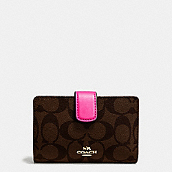 COACH MEDIUM CORNER ZIP WALLET IN SIGNATURE COATED CANVAS - IMITATION GOLD/BROWN - F54023