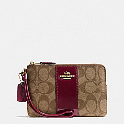 COACH BOXED CORNER ZIP WRISTLET IN SIGNATURE - IMITATION GOLD/KHAKI BURGUNDY - F54460