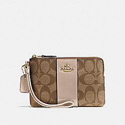COACH BOXED CORNER ZIP WRISTLET IN SIGNATURE - IMITATION GOLD/KHAKI PLATINUM - F54460