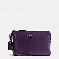 COACH CORNER ZIP WRISTLET IN CROSSGRAIN LEATHER - IMITATION GOLD/AUBERGINE - F54626