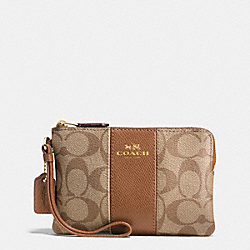 COACH CORNER ZIP WRISTLET IN SIGNATURE COATED CANVAS WITH LEATHER STRIPE - IMITATION GOLD/KHAKI/SADDLE - F54629