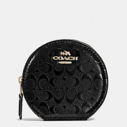 COACH ROUND COIN CASE IN SIGNATURE DEBOSSED PATENT LEATHER - IMITATION GOLD/BLACK - F54840