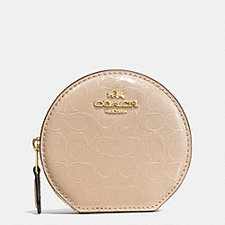 COACH ROUND COIN CASE IN SIGNATURE DEBOSSED PATENT LEATHER - IMITATION GOLD/PLATINUM - F54840