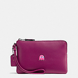 COACH PAC MAN CORNER ZIP WRISTLET IN CALF LEATHER - BLACK ANTIQUE NICKEL/FUCHSIA - F54841