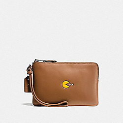COACH PAC MAN CORNER ZIP WRISTLET IN CALF LEATHER - ANTIQUE NICKEL/SADDLE - F54841