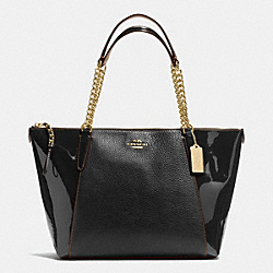 COACH AVA CHAIN TOTE IN PEBBLE AND PATENT LEATHERS - IMITATION GOLD/BLACK - F55443