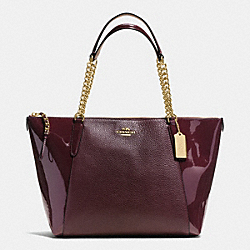 COACH AVA CHAIN TOTE IN PEBBLE AND PATENT LEATHERS - IMITATION GOLD/OXBLOOD 1 - F55443