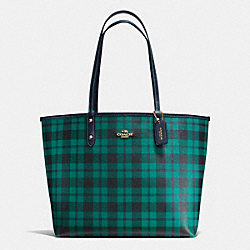 REVERSIBLE CITY TOTE IN RILEY PLAID COATED CANVAS - f55447 - IMITATION GOLD/ATLANTIC MULTI
