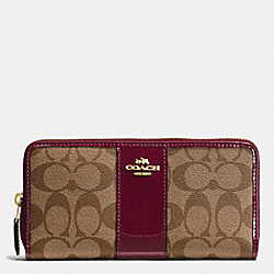 COACH BOXED ACCORDION ZIP WALLET IN SIGNATURE WITH PATENT LEATHER - IMITATION GOLD/KHAKI BURGUNDY - F55733