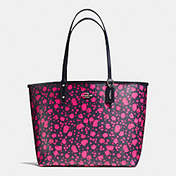 REVERSIBLE CITY TOTE IN PRAIRIE CALICO PRINT CANVAS - f55862 - SILVER/PINK RUBY MULTI MIDNIGHT