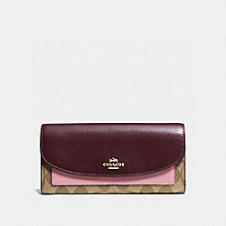 COACH SLIM ENVELOPE WALLET IN COLORBLOCK SIGNATURE - IMITATION GOLD/KHAKI OXBLOOD MULTI - F56494