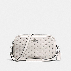 SADIE CROSSBODY CLUTCH WITH OMBRE RIVETS - SV/CHALK - COACH F56533