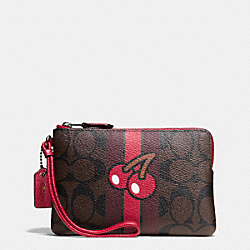 COACH PAC MAN CORNER ZIP WRISTLET IN SIGNATURE - IMITATION GOLD/BROWN TRUE RED - F56715