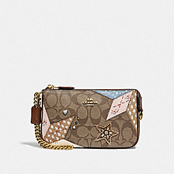 LARGE WRISTLET 19 IN SIGNATURE CANVAS WITH STAR PATCHWORK - KHAKI MULTI/LIGHT GOLD - COACH F57268