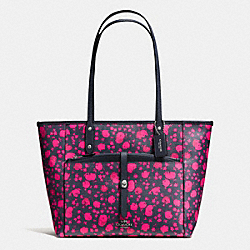 CITY TOTE WITH POUCH IN PRAIRIE CALICO FLORAL PRINT CANVAS - f57283 - SILVER/MIDNIGHT PINK RUBY