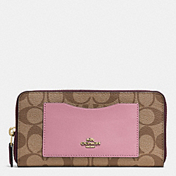COACH ACCORDION ZIP WALLET IN COLORBLOCK SIGNATURE - IMITATION GOLD/KHAKI OXBLOOD MULTI - F57318