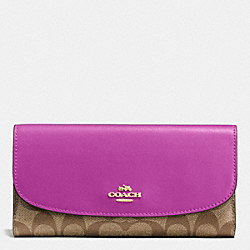 COACH CHECKBOOK WALLET IN SIGNATURE - IMITATION GOLD/KHAKI/HYACINTH - F57319