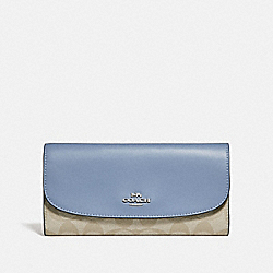 COACH CHECKBOOK WALLET IN SIGNATURE CANVAS - LIGHT KHAKI/POOL/SILVER - F57319