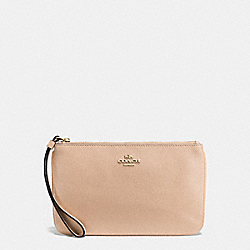 COACH LARGE WRISTLET IN CROSSGRAIN LEATHER - IMITATION GOLD/BEECHWOOD - F57465
