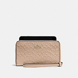 COACH PHONE WALLET IN SIGNATURE DEBOSSED PATENT LEATHER - IMITATION GOLD/PLATINUM - F57469