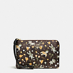 COACH BASEMAN X COACH CORNER ZIP WRISTLET IN SIGNATURE - IMITATION GOLD/BROWN YELLOW MULTI - F57573