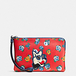 COACH CORNER ZIP WRISTLET IN TEA ROSE FLORAL PRINT COATED CANVAS - SILVER/RED MULTI - F57596