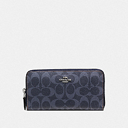 COACH ACCORDION ZIP WALLET IN DENIM SIGNATURE - SILVER/DENIM - F57665