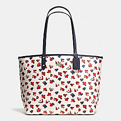 REVERSIBLE CITY TOTE IN TEA ROSE FLORAL PRINT COATED CANVAS - f57668 - SILVER/CHALK MULTI MIDNIGHT