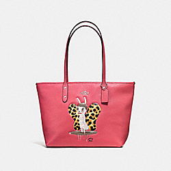 BASEMAN X COACH BUTCH CITY ZIP TOTE IN PEBBLE LEATHER - f57728 - SILVER/STRAWBERRY