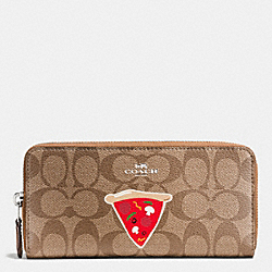 COACH NYC PIZZA SLIM ACCORDION ZIP WALLET IN SIGNATURE - SILVER/KHAKI/SADDLE - F57820