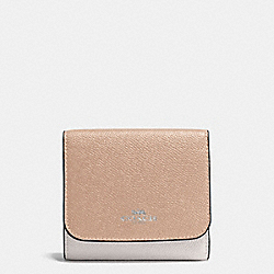 SMALL WALLET IN GEOMETRIC COLORBLOCK CROSSGRAIN LEATHER - f57825 - SILVER/BANANA