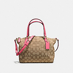 MINI KELSEY SATCHEL IN OUTLINE SIGNATURE - f57830 - IMITATION GOLD/KHAKI STRAWBERRY
