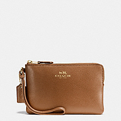 COACH CORNER ZIP WRISTLET IN CROSSGRAIN LEATHER - IMITATION GOLD/SADDLE - F58032