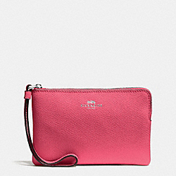 COACH CORNER ZIP WRISTLET IN CROSSGRAIN LEATHER - SILVER/STRAWBERRY - F58032