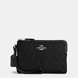 COACH CORNER ZIP WRISTLET IN OUTLINE SIGNATURE - SILVER/BLACK/BLACK - F58033