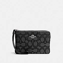 COACH CORNER ZIP WRISTLET IN OUTLINE SIGNATURE - SILVER/BLACK SMOKE/BLACK - F58033