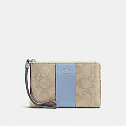 CORNER ZIP WRISTLET IN SIGNATURE CANVAS - LIGHT KHAKI/POOL/SILVER - COACH F58035